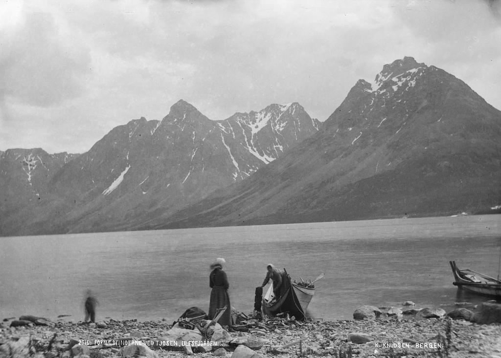 To kvinnelige fiskere i Kjosen, Lyngen.