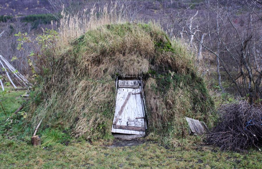 Gamme på riddu-sletta bygd i 2002. Foto: Torun Olsen.