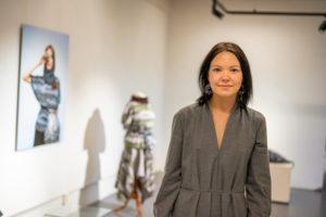 Ramona Salo Myrseth fra utstillingen Den samiske halvtimen. Foto. Ørjan Marakatt Bertelsen.
